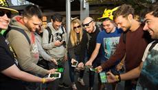 Welt-Premiere beim MWC: Vielzahl an Gamern spielt mit Edge Computing digitales Völkerball in Echtzeit